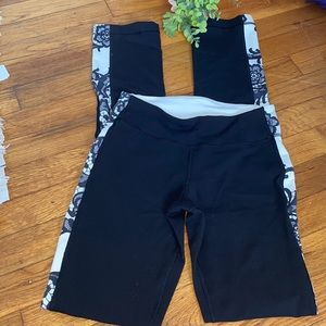 lululemon yoga floral , great condition  size 4